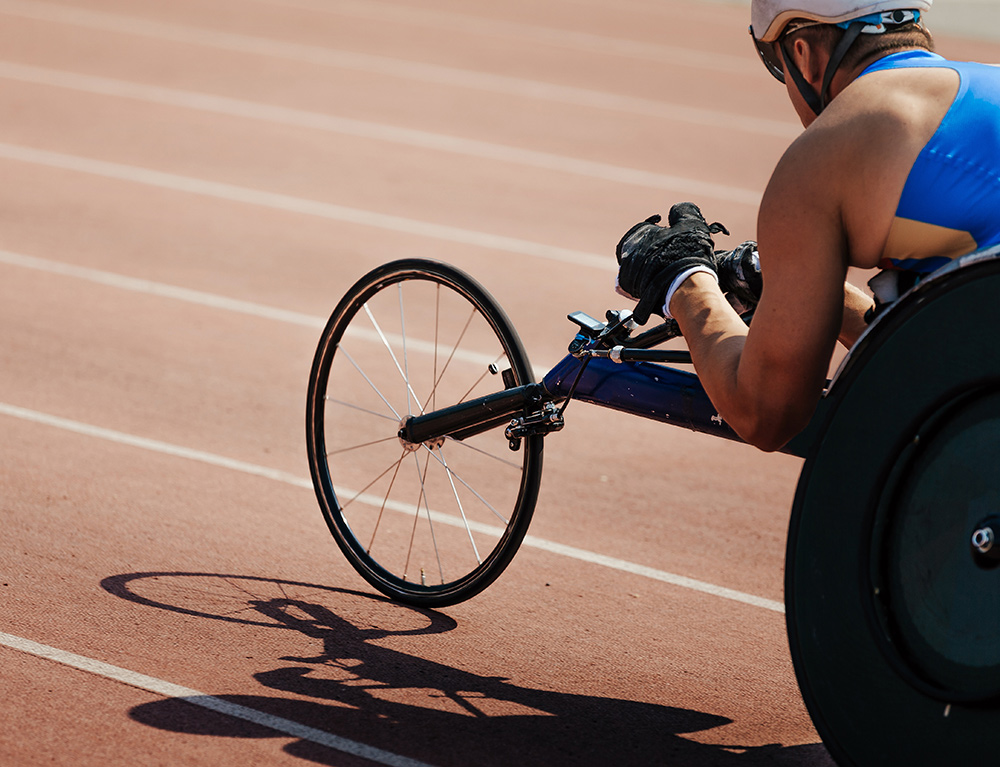 para athlete cycling on a track